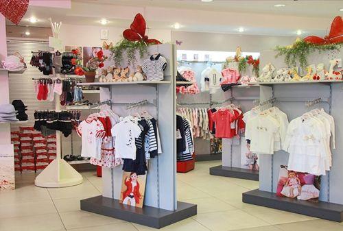 Как оборудовать магазин детской одежды?