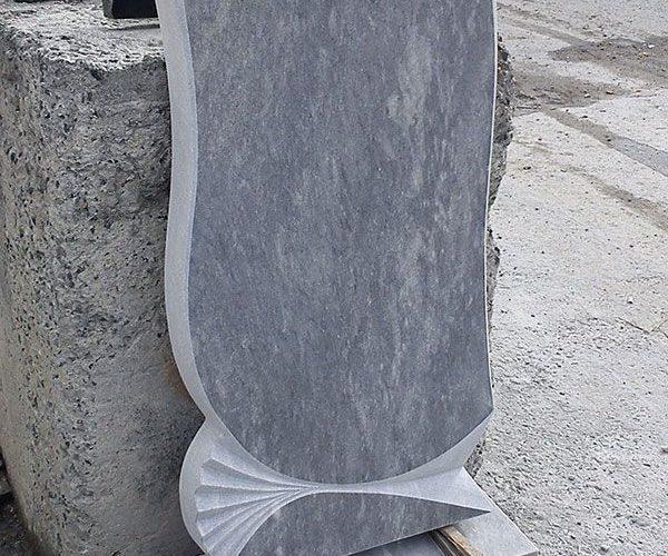 Преимущества надгробных памятников из мрамора